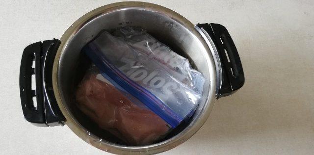 材料を鍋に入れた