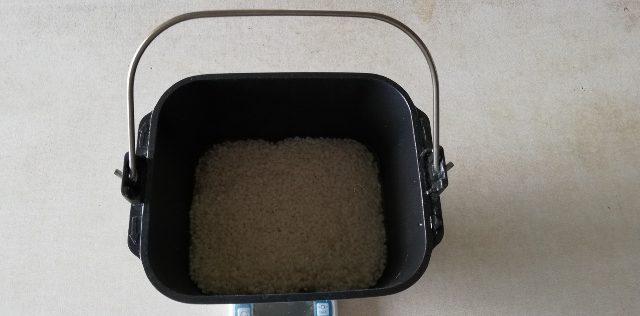 パンケースにもち米をセットしました。