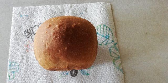 全粒粉100%のパンの焼き上がりです