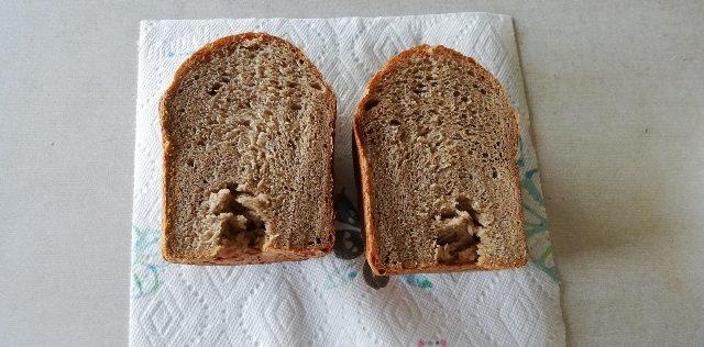 全粒粉100%パンを半分に切りました
