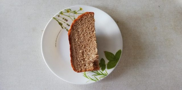 全粒粉100%パンの1/4サイズです