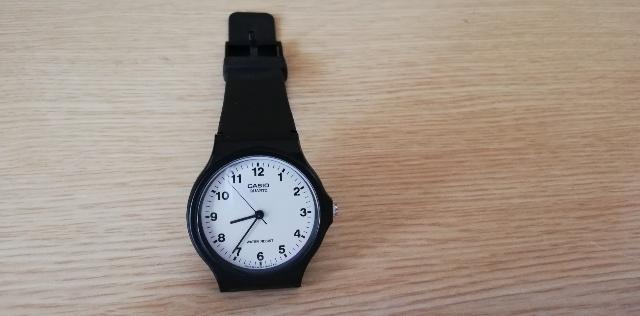 薄くて軽い腕時計!安くてシンプル【チープカシオ】おすすめです!