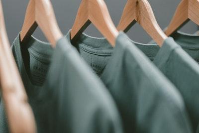 【服選び】がめんどうくさい!そんな方は私服の【制服化】がおすすめ!