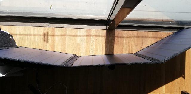 天気は晴れ(快晴に近い)、充電場所は窓際のガラス越しです。