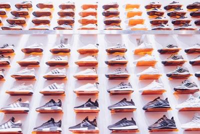 幅広靴のスニーカー!メンズ・レディースブランド