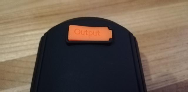 ケーブルをOutputにつなぎスマホと接続します。