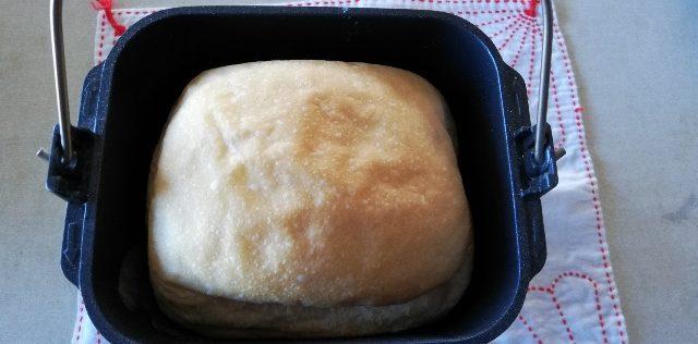 ホームベーカリーで白パン風食パンを焼きました!確かに白っぽい!