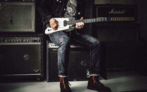 【一人でギター】を趣味で始めよう!楽しみ方を紹介!