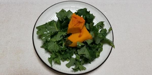 家庭菜園で作った栄養価の高い【ケール】を食べた!
