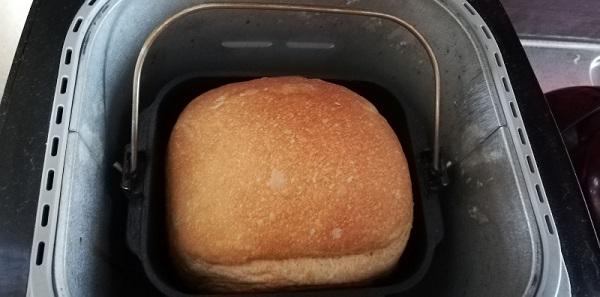 全粒粉100%パンの焼き上がりです。