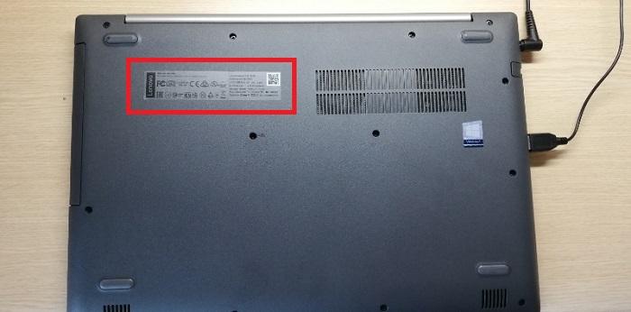 型番は、パソコンの裏などに書かれている