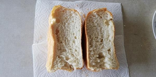 米粉パン半分に切りました