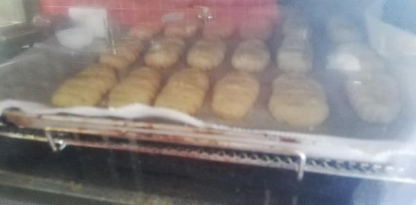 8分のタイマーが切れて終了でしたが、「少し焼きが足りないかな?」と思い、そのままオーブントースターに入れて予熱で焼きました。