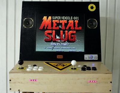 TVの要らない一人で楽しめる復刻版ミニゲーム機!