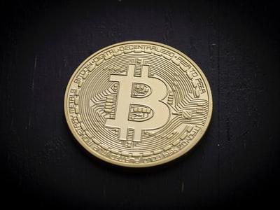 ビットコイン急騰中!世の中金が余っているのか?