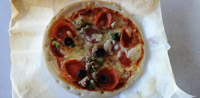 コストコで買える4枚入りの便利な冷凍ピザ!トロナのペパロニピザ!