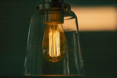 LED電球のみの照明に変えた!しばらく経つが慣れればとくに問題なし!