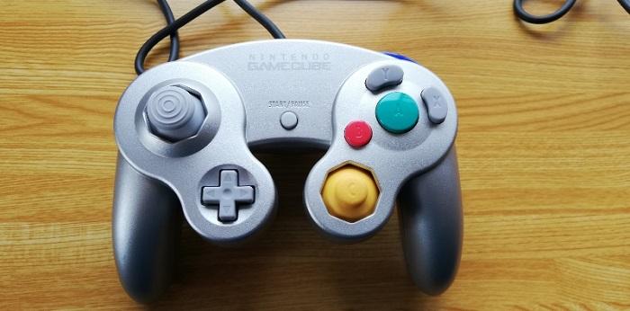 ゲームキューブのコントローラー