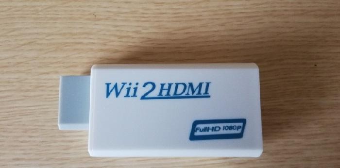 このようなWii専用のHDMIアダプタを使うとHDMI端子に繋ぐことができます。