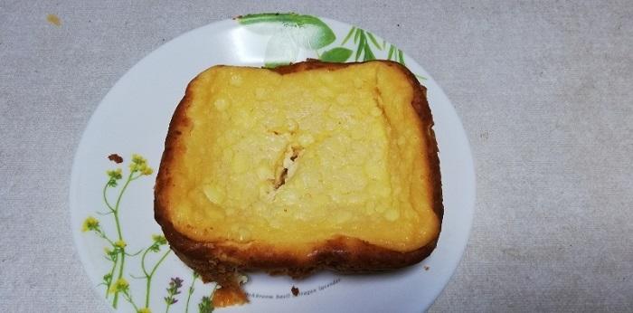 チーズケーキをパンケースから出しました。