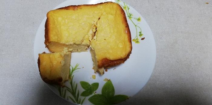 焼き立てのチーズケーキは、とても柔らかいので、崩さないように気を付けてください。