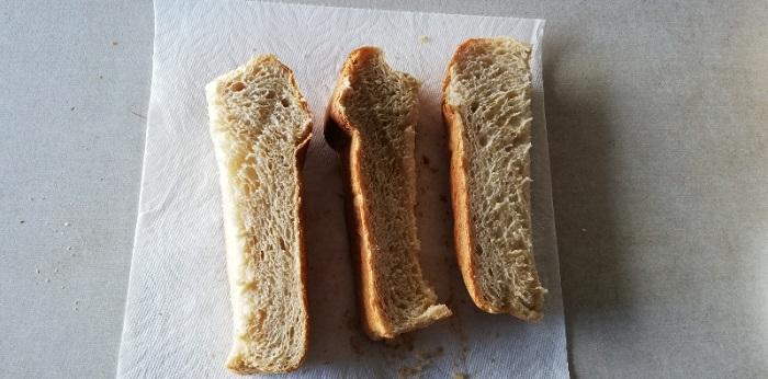 半分に切ったパンが1/3ずつに切った状態