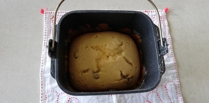 ラムレーズンケーキが焼き上がって覚ましているところ