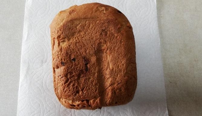 全粒粉100%レーズンクルミ食パンの出来上がり横