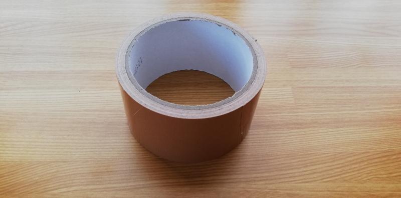 梱包時に使用する道具のガムテープ
